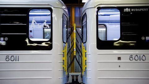 Újra forgalomban a felújított metrószerelvény