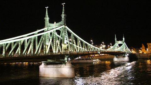 Leugrott egy férfi a Szabadság hídról