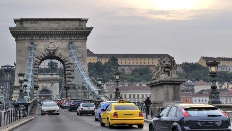 Útlezárások és forgalomkorlátozás május 1-jén Budapesten