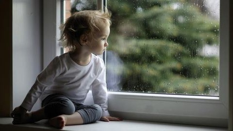 2 éves kislánya karjai között halt meg Krisztina