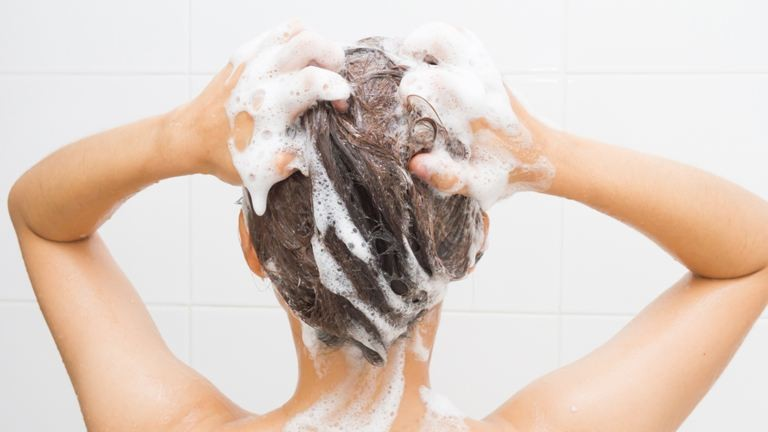 5 sampon, amitől ritkábban kell majd hajat mosnod