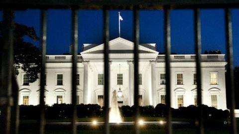 Háromszor mászott fel egy nő a Fehér Ház kerítésére