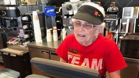 40 éve McDonald'sban dolgozik a 94 éves nő, és nem tervez felmondani