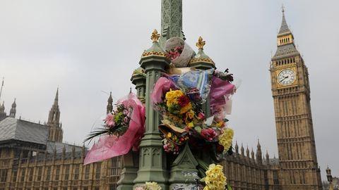Londoni terrortámadás: élőlánccal emlékeztek a muszlim nők a Westminster hídon