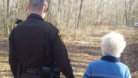Rendkívüli dolgot tettek a rendőrök a 81 éves, demenciában szenvedő néniért