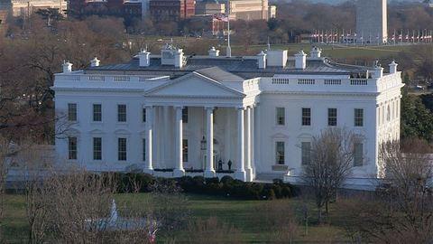 Lezárták a Fehér Házat egy gyanús csomag miatt
