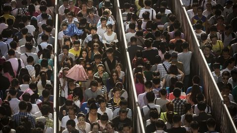 Peking: így metróznak és állnak sorban a óriásváros lakói