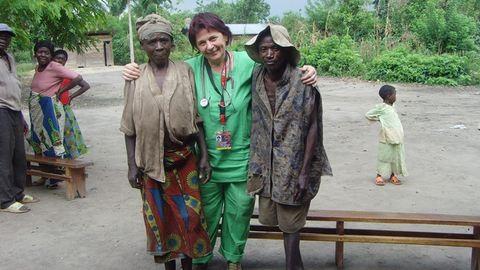 """""""Akkor sincs harag, ha ott hal meg a gyerekük a kezünk között!"""" – Anna, a kecskeméti háziorvos afrikai missziójáról mesél"""