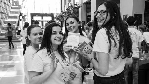 Önkéntes orvostanhallgatók segítenek a magyar középiskolásoknak