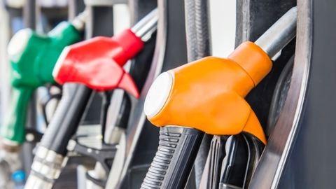Brutális árzuhanás szombattól a benzinkutakon