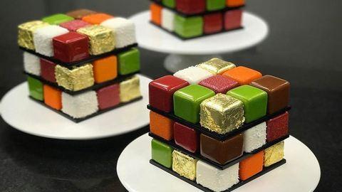 Elképesztő Rubik-kocka-tortákat készít egy francia cukrász