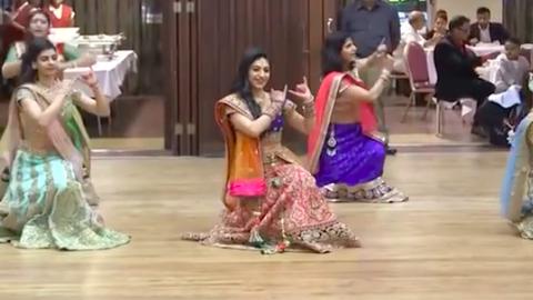 Az egész internetet lenyűgözte esküvői táncával az indiai menyasszony – videó