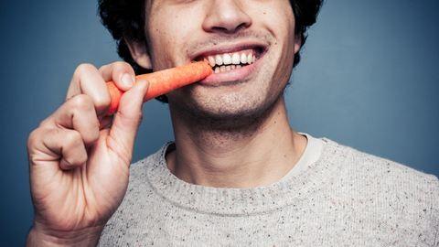 5 étel, ami erősíti és fehéríti a fogaidat