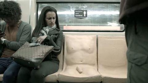 Pénisze nőtt a metróülésnek, hogy a nőket érő zaklatásra figyelmeztessen