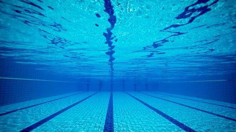 Megvédték a szülők a pedofíliával vádolt úszóedzőt