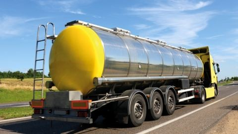 1000 liter sav ömlött az autópálya burkolatára