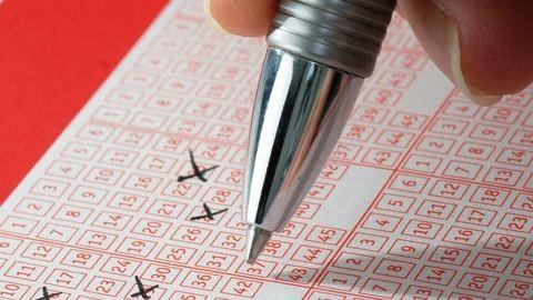 Ilyen nincs és mégis van: harmadjára nyertek a lottón!