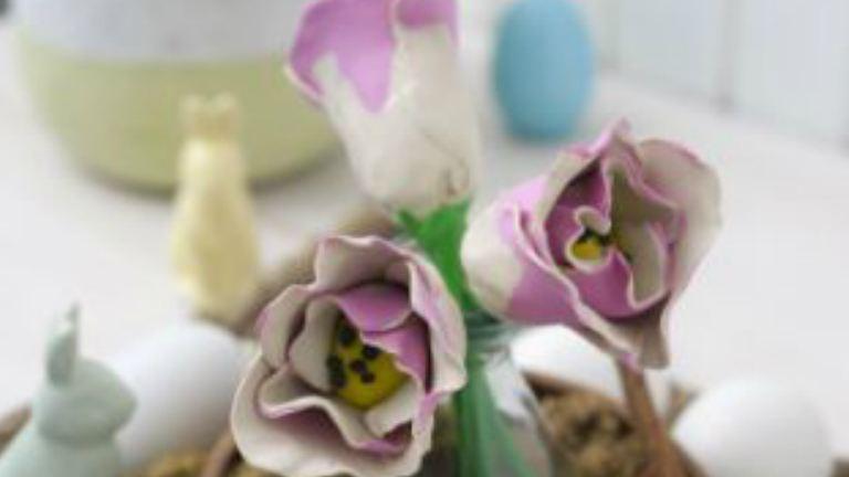 Tulipánparádé papírból, vászonból és gyurmából