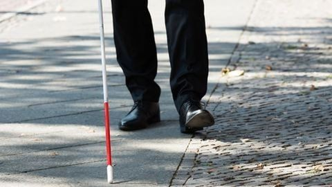 Vak férfi bokájára csukta az ajtót a szegedi buszsofőr
