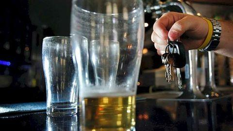 A kamaszok fele szerint teljesen oké meginni egy sört vezetés előtt