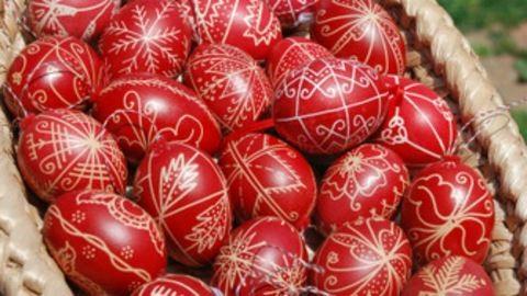 Hagyományos magyar húsvéti tojásfestés: módszerek és motívumok