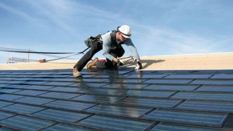 Kezdjük elhinni, hogy tényleg működtethető egy egész állam napenergiával