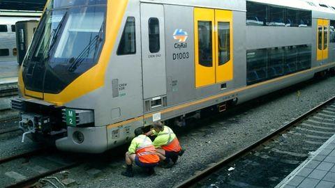 Így menti vonat alá esett unokáját a férfi - videó