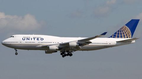 Bocsánatot kért a United Airlines az erőszakkal leszállított utastól