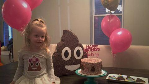 A 3 éves kislány kakis szülinapot akart, és kakis szülinapot is kapott