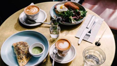 5 étel, ami segít hatékonynak maradni munka közben