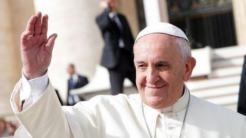 Ferenc pápa rabok lábát mosta meg nagycsütörtökön