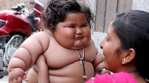 17 kilósra hízott a 8 hónapos kislány – szülei tehetetlenek