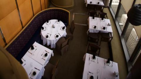 Halálra zúzta a forgó étterem az ötéves kisfiút