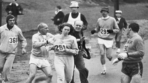 Kathrine Switzer ugyanazt a számot viselte, amit 50 éve megpróbáltak leszaggatni róla