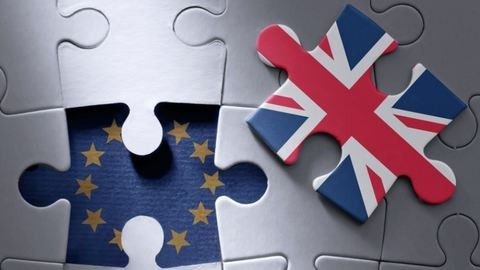 Ilyen vízummal dolgozhatnának a külföldi fiatalok Angliában a brexit után