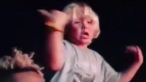 Ez a kissrác mindenkinél nagyobbat bulizott a Coachellán – videó