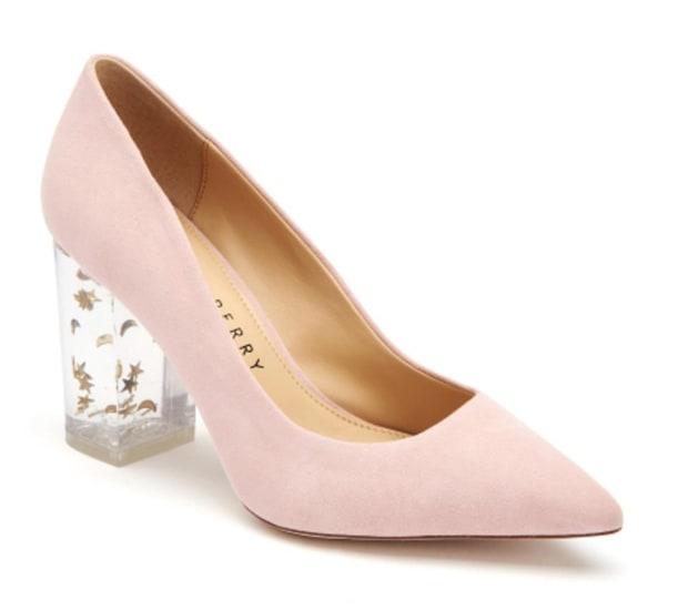 Katy Perry cipője, Hillary