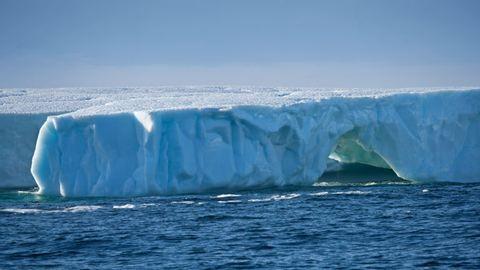 Nézegess hatalmas jéghegyről képeket!