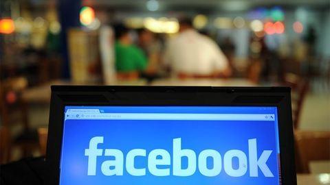 Orosz nagykövetségi Facebook-oldalak miatt áll a bál