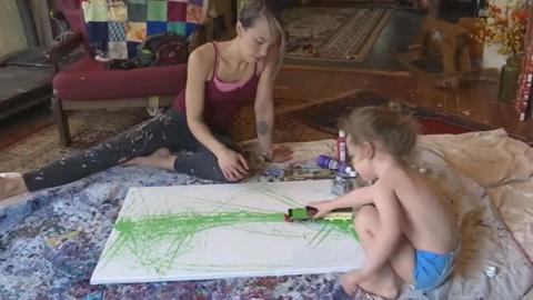 Beszéd helyett festéssel fejezi ki érzéseit a cukorbeteg kisfiú