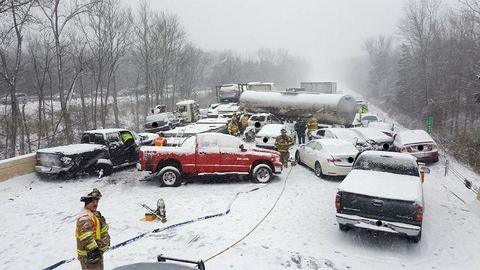 Áprilisi tél: 40 autó rohant egymásba