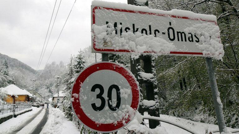 Áprilisi tél: Elzárt települések, életveszélyes erdők