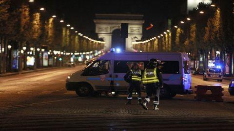 Azonosították a férfit, aki este lövöldözött Párizs belvárosában