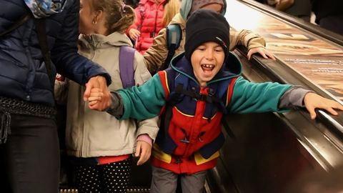 Először utaztak metrón a csabacsűdi iskolások – cuki videó