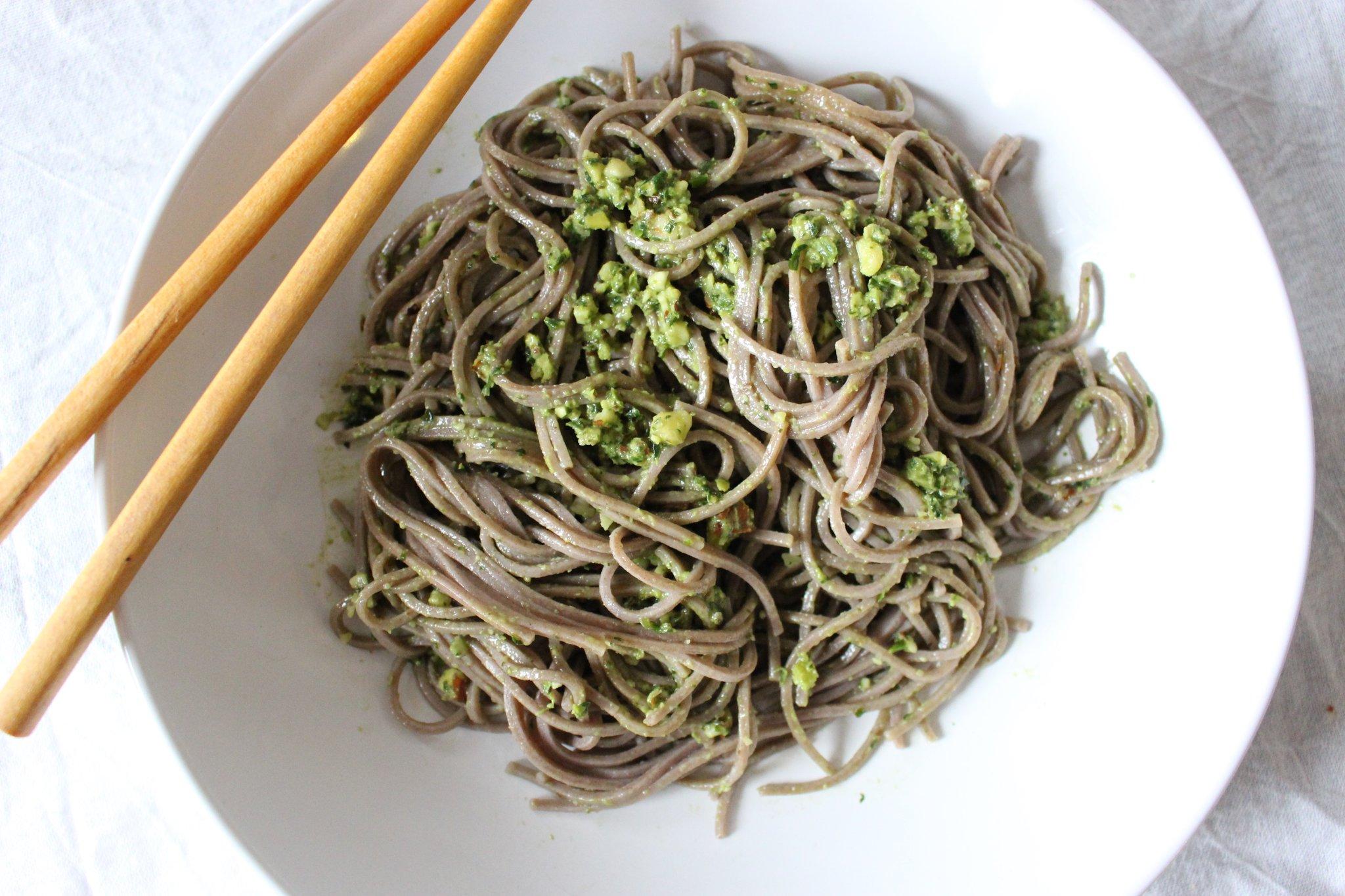 Könnyű, tavaszi vacsora: ázsiai pestós tészta