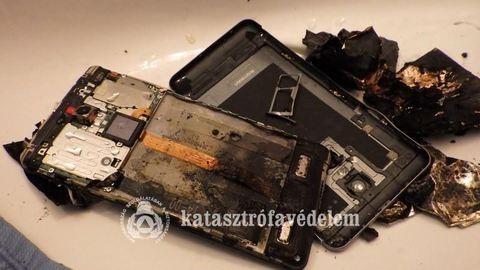 Durva! Használat közben robbant fel a mobil – fotó