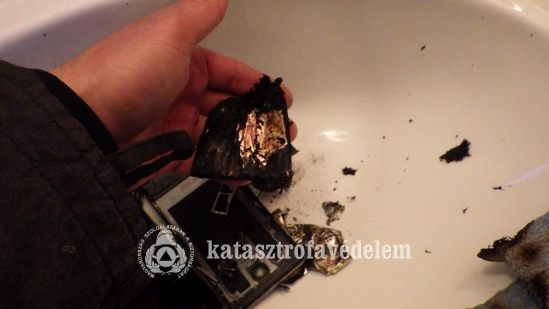 Durva! Használat közben robbant fel a mobil - fotó