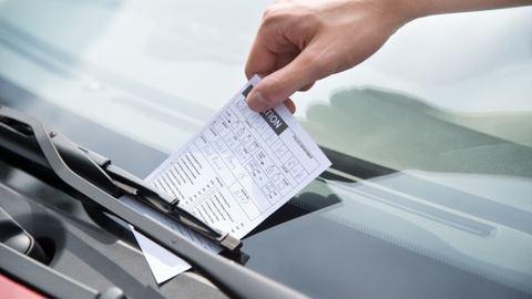 80 ezres parkolási bírságot kapott, pedig kocsija sincs