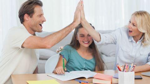 """""""Életünk minden egyes közös percét megosztja, intim dolgokat is"""" – furcsa szülő-gyerek kapcsolatok"""