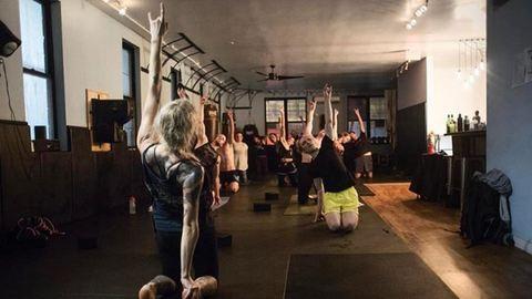 Itt a heavy metal jóga, de vajon mennyi köze van a jógához?